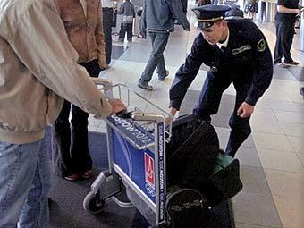 Проверка багажа .Фото с сайта http://www.automan.kz/