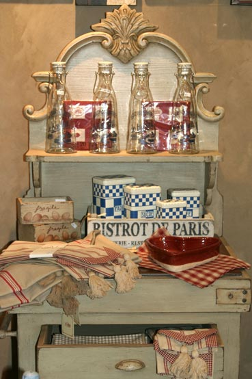 Moi decor 39 s french crate is here for Comptoir de famille decoration