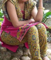 aunty show ass in saree aunty show gaand in saree