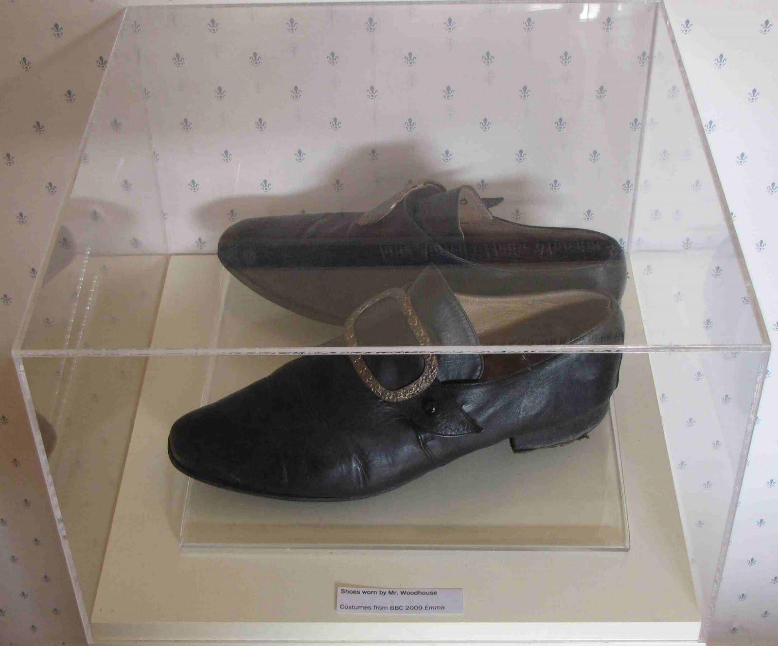 http://2.bp.blogspot.com/_BQWftIXHVpg/S9WkXluYP5I/AAAAAAAAAFY/jE5Iqe5acUk/s1600/shoes.jpg