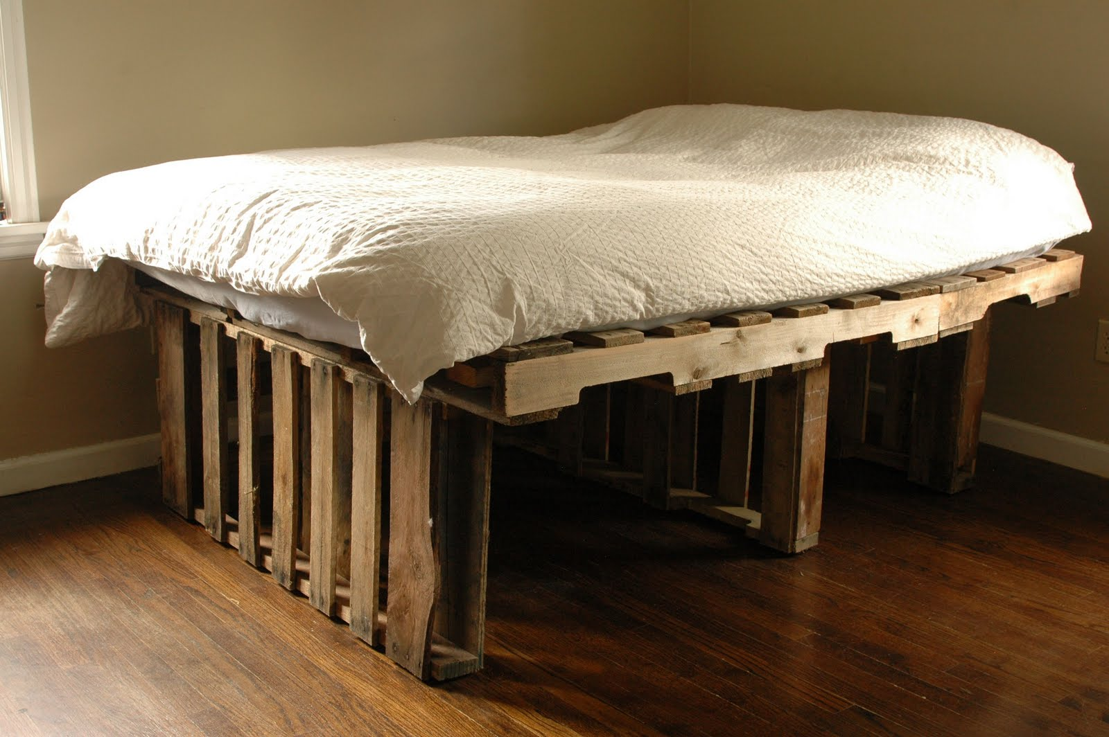 Make A Platform Bed From Pallets | www.woodworking.bofusfocus.com