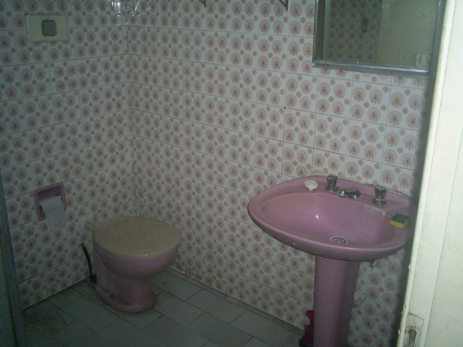 CONSTRUIR E REFORMAR: BANHEIRO ANTES DA REFORMAR. #5F7853 1600x1200 Banheiro Autocad 3d