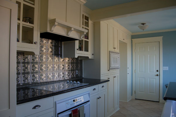 White tin backsplash