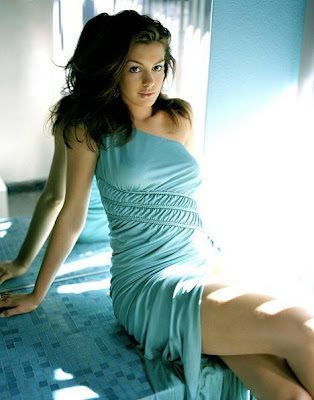 Cute And Soft Babe Anne Hathaway Sweetest Moments