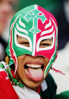 http://2.bp.blogspot.com/_BRoF0Cfublo/S5311K2eQDI/AAAAAAAAR9U/C_qDOLgRDLw/s400/World+Cup+2010+Fans+Photos+5.jpg