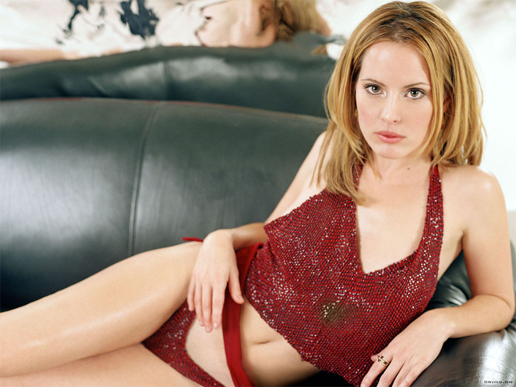 Wallpaper World: Emma Caulfield's Sexy Pics Shefali Sharma Hot
