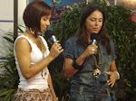 Entrevista na Rede Tv sul verão, e apresentadora usando acessórios nana machado