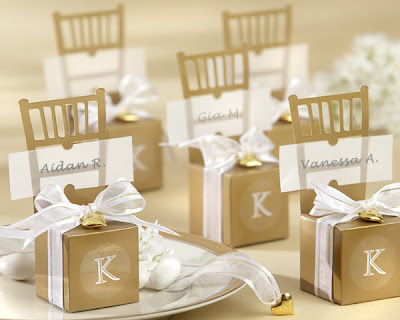 Small Champagne Bottles  Wedding Favors on Wedding Favors Unlimited Monogrammed Boxes That Do Double Duty As A