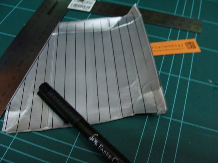 Tandai tetra pak, untuk membuat bahan anyaman dengan lebar 1cm ...
