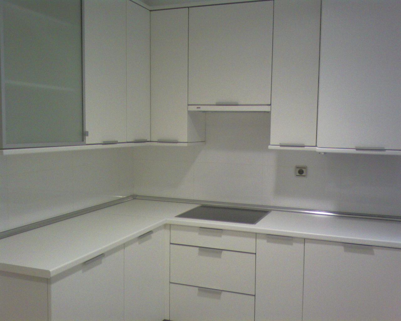 Cocinas - Cocina blanca encimera blanca ...
