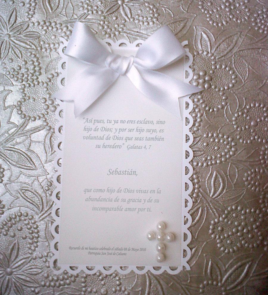 La cajita combinada en blanco con perlas, funciona como souvenir y