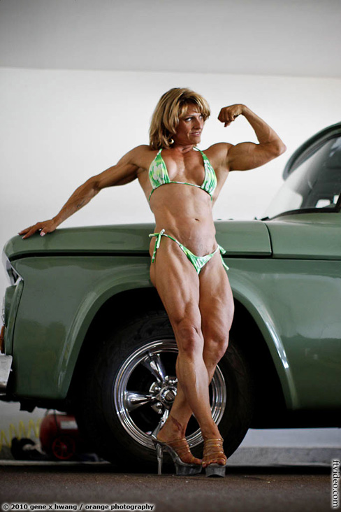 Female Muscle FTVideo