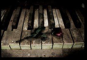 [piano+rose.bmp]