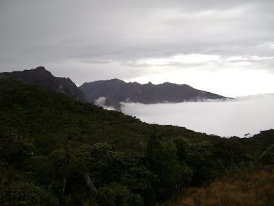 Gunungnya tinggi seperti hatiku (Nusantara, Koes Plus)