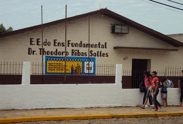 E.E.E.F. Dr. Theodoro R. Salles