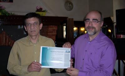 Claudio Landete entrega diploma de las editoriales electrónicas a Guillem Sánchez