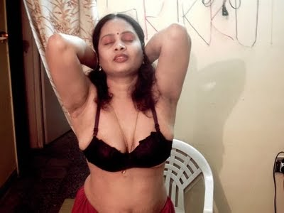 Aunty Dengulata: Hot Indian Aunties exposing themselves in bra and ...