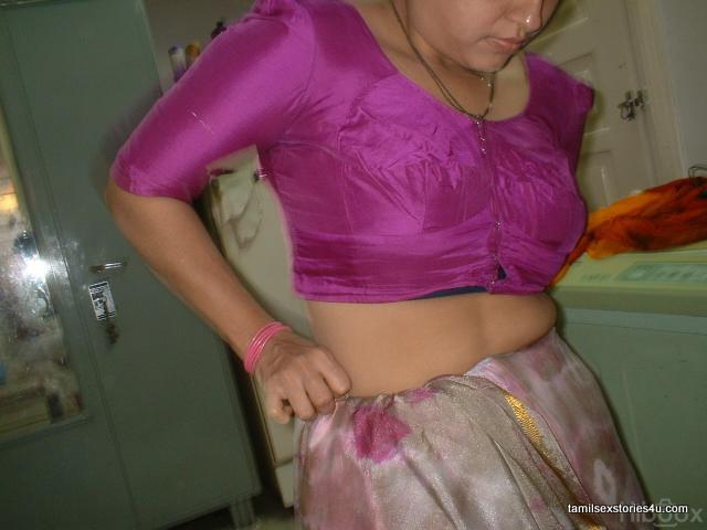Aunty Dengulata: Hot Real Life Mallu Aunty Blouse Back View - Mallu ...