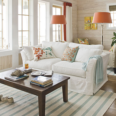 Country Cottage Living Room Furniture on Chunky Or Distressed Cottage Style Furniture Helps Achieve This Look