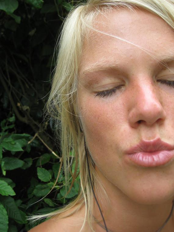 SPECIAL KISSES