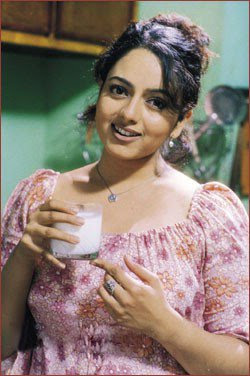 Soundarya Death Photos http://earlytollywood.blogspot.com/2008/03/soundarya-profile.html