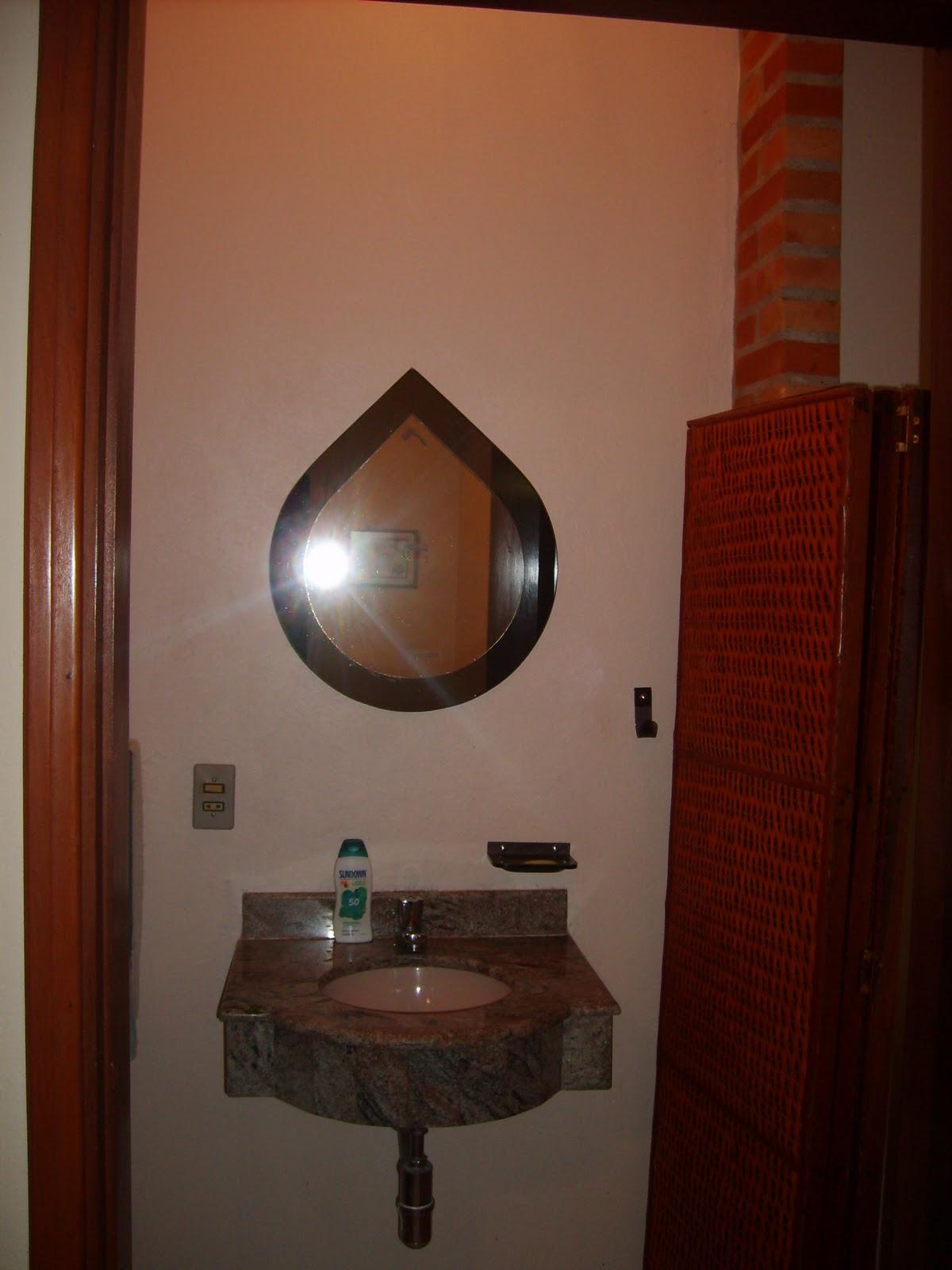 Imagens de #351811 Lavabo do piso térreo da casa (ao lado um biombo que pode ser usado  1200x1600 px 2906 Box Banheiro Guaratuba