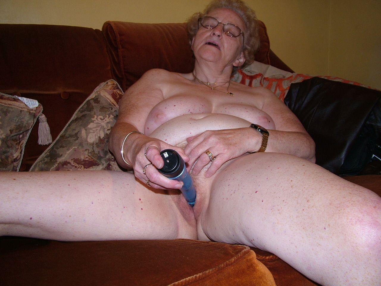 hot omageil granny mix 70 + <b>GRANDMA</b> ALONE AT HOME
