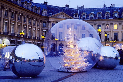 http://2.bp.blogspot.com/_BhlZ0raYfrI/STuxhQkzUPI/AAAAAAAAA2c/anZuvwz35HU/s400/christmas+balls+scan.jpg