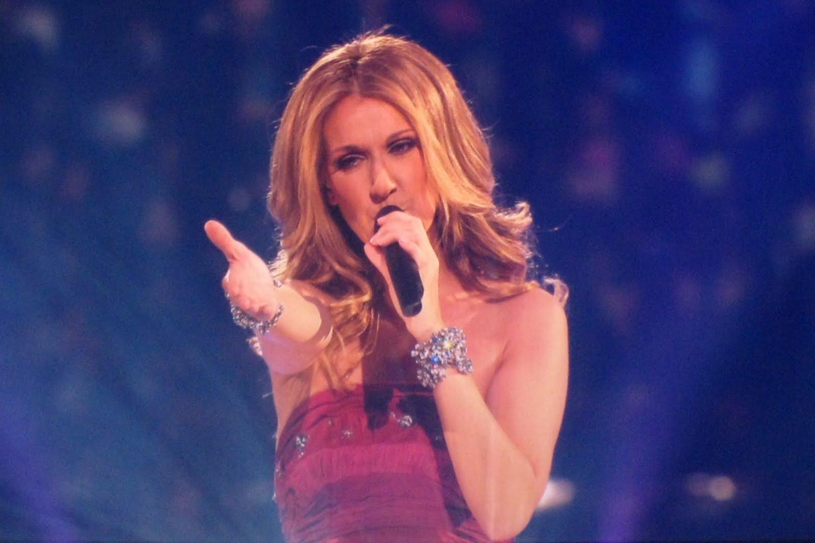 http://2.bp.blogspot.com/_Bjq8PhrKfnA/TCa_dPcVMVI/AAAAAAAACp0/ogysCb2CmgQ/s1600/20090506010251!Celine_Dion_Concert_Singing_%27Taking_Chances%27_2008.jpg