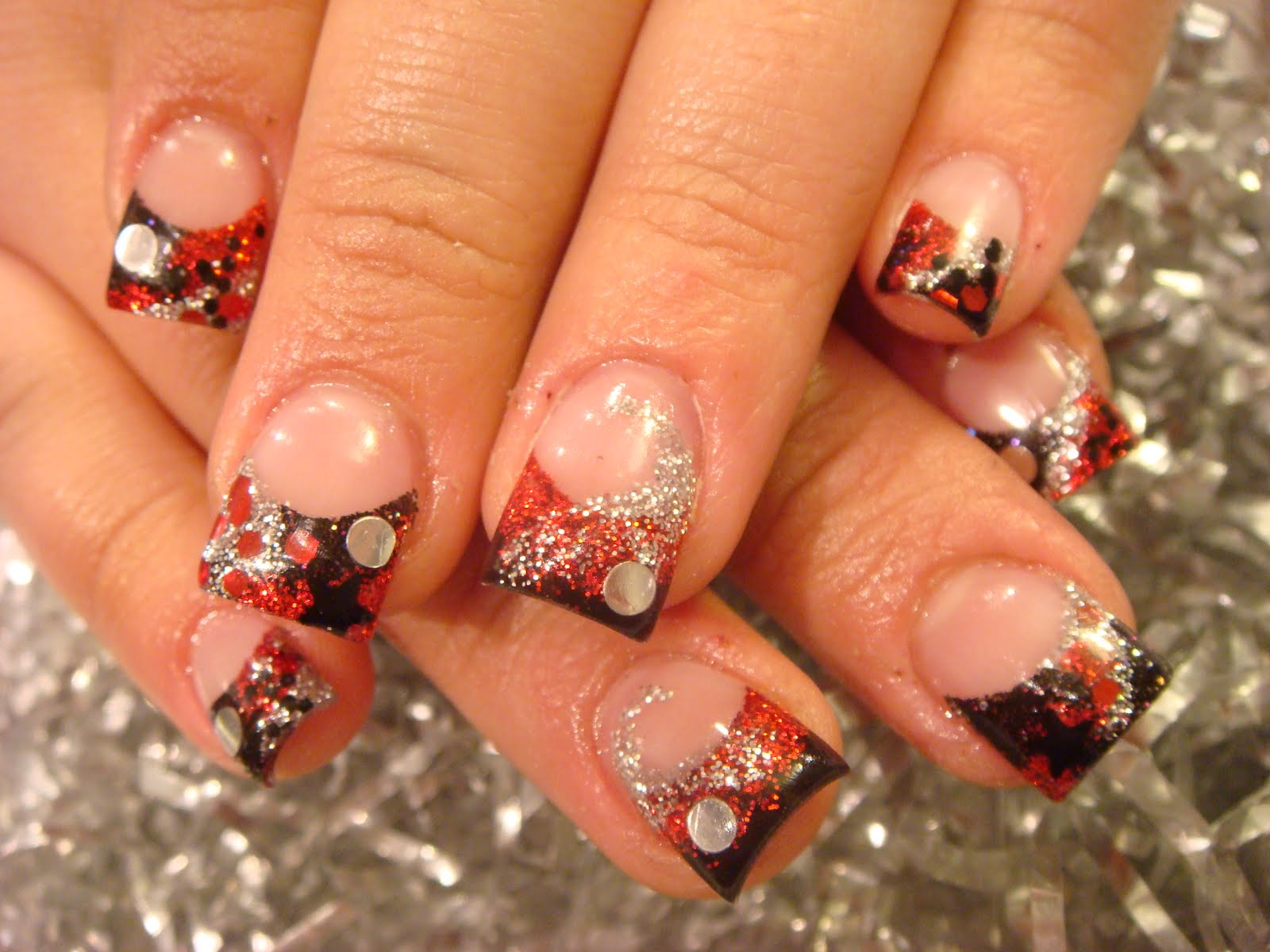 Fall Acrylic Nail Designs http://acrylic-nails.blogspot.com/2010/11/autumn-nails-acrylic-2010.html
