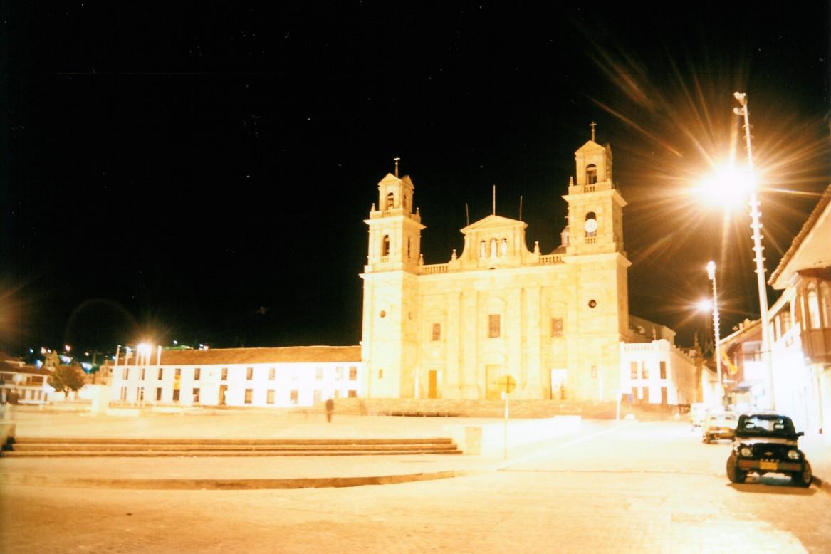 Basílica desde el costado derecho