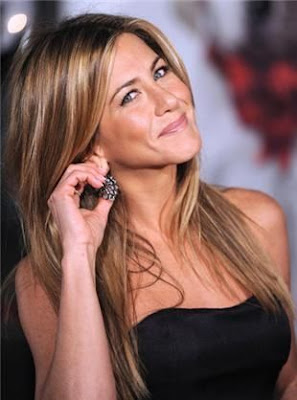 Jennifer Aniston Picks Up Dog Poo