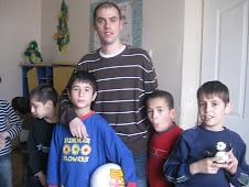 Pichu con los niños