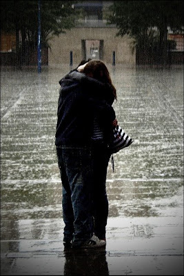 love-picture-hug-couple-rain-orangeacid-love.jpg