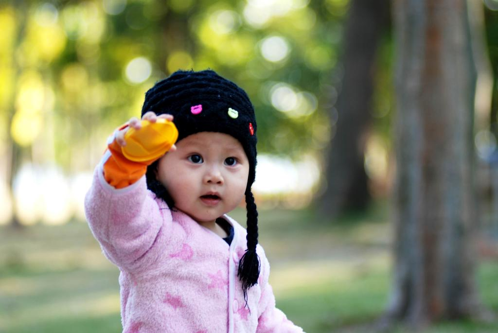 Chinese baby girl park new discovery 05