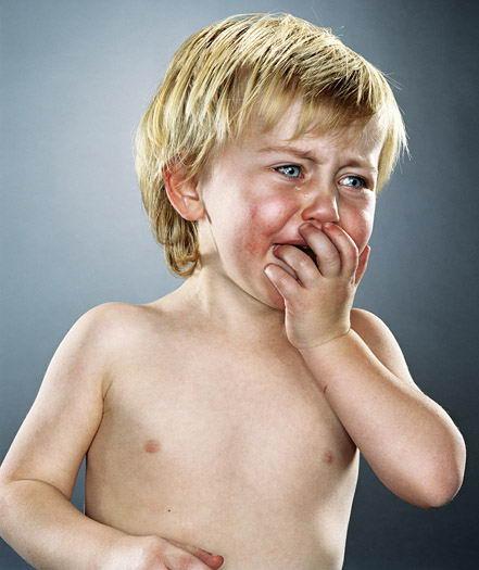 ver sad cute baby girl boy crying photos 09