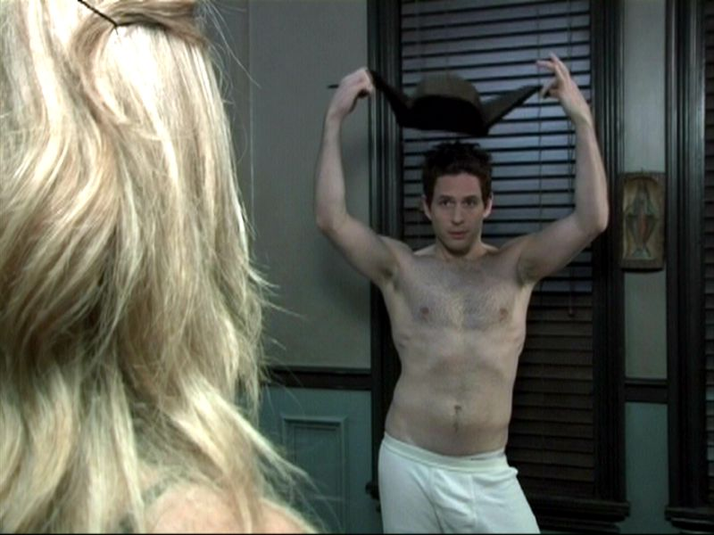 Super hot shirtless pictures of Glenn Howerton..sexy and yummy…