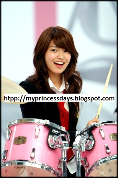 Birth Name: Choi Soo-young (최수영): English Name: Summer Choi (썸머 최)