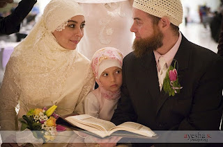casar muslim A muslim man in michigan has filed a $100 million lawsuit against little caesars because, the man says, he received and consumed pizza laced with pork pepperoni mohamad bazzi is the plaintiff in the mega-dollar lawsuit, reports the detroit free press bazzi, 32, claims that he specifically ordered.