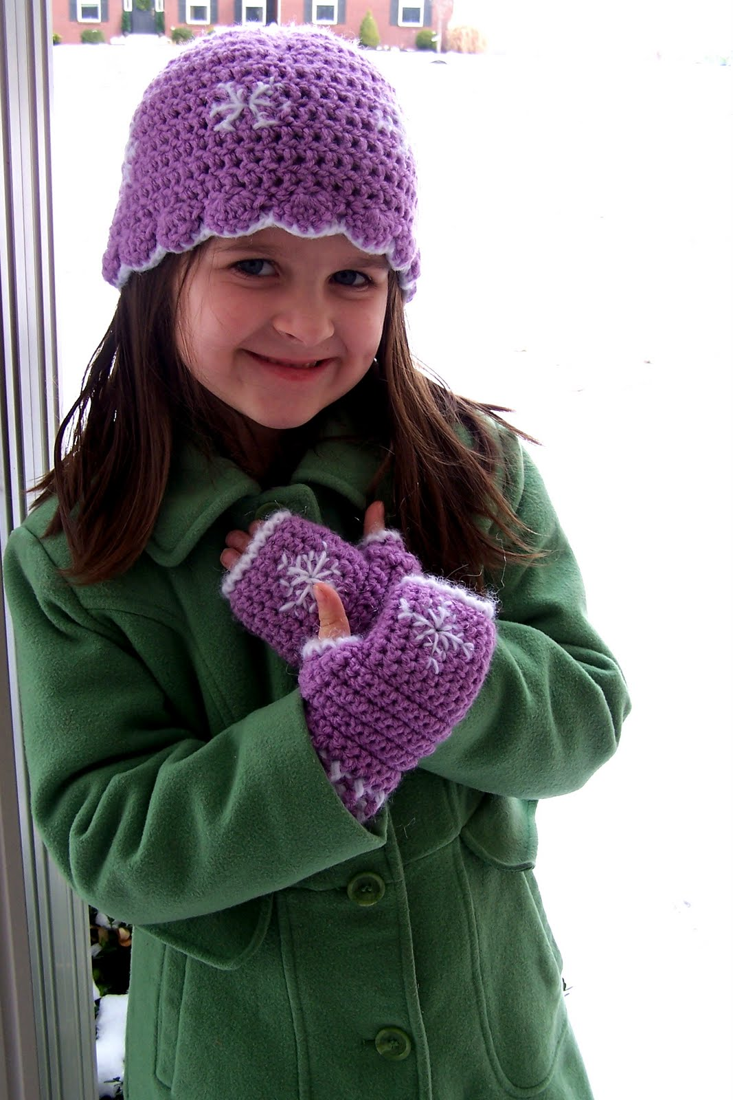 Hooked on yarn snowflake fingerless gloves and hat set snowflake fingerless gloves and hat set bankloansurffo Image collections