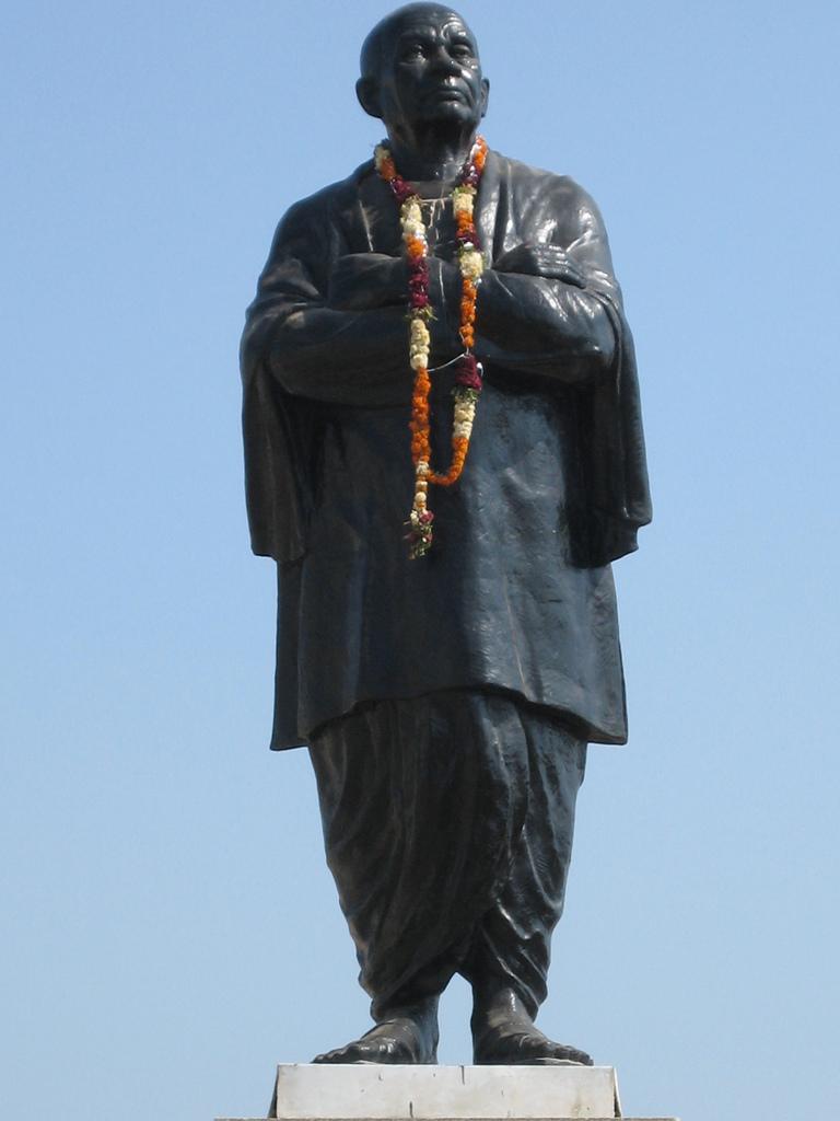 hanuman statue near gandhinagar