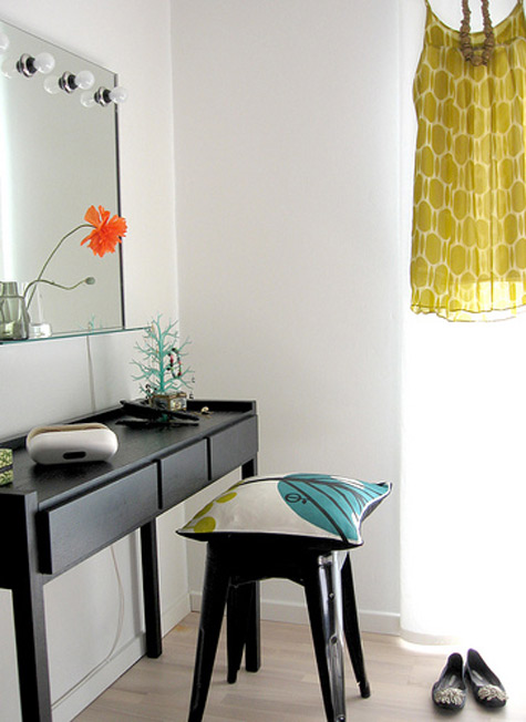 Bright home passion finds dressing table for Narrow dressing table