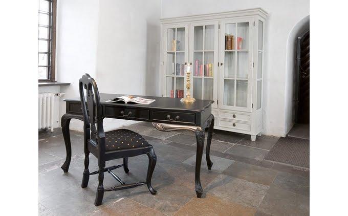 ... butikk som har spesalisert seg på gustavianske og rokoko stil møbler