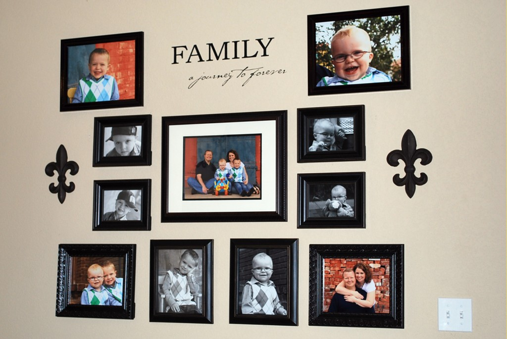 Family Room Wall Decorating Ideas  Comwall Hanging Photo Frames Designs  photho for. Room Frames