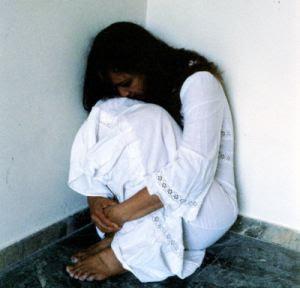 عقاب المغتصب الضرب بالأحذية فى الهند***
