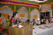 Teesta Setalvad addressing a gathering in the library