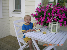 Elliot på frukostverandan, sommaren 2006