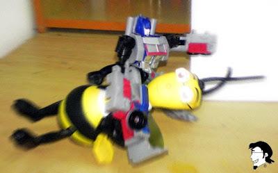 optimus prime melawan raksasa bee