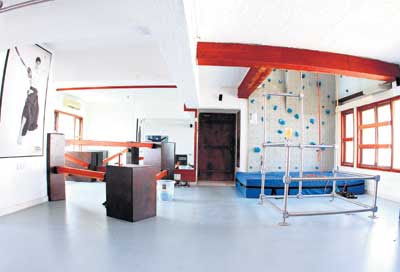 Decora Un Gimnasio En Casa in addition Cartoon Black And White Living Room also Pilates Studio Ideas furthermore Yoga Room At Home Design as well Garage Gym. on fitness gym interior design ideas