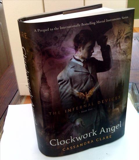 http://2.bp.blogspot.com/_C4xEiZ1g8g4/S8TH1yUQlMI/AAAAAAAAGFs/45y74T9n0Cg/s1600/Clockwork_Angel.jpg